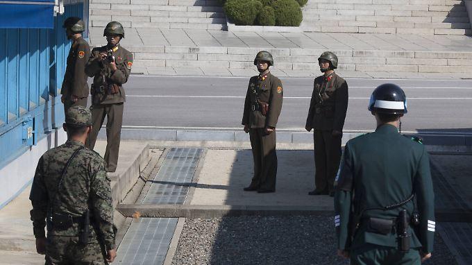 An der innerkoreanischen Grenze stehen sich Soldaten aus beiden Landesteilen an manchen Stellen direkt gegenüber.