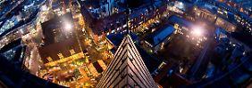 Hannover: Besonders zur Weihnachtszeit ist die Stadt auch abends taghell erleuchtet.
