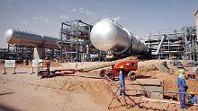 Arbeit auf einer Baustelle auf dem Khurais-Ölfeld von Saudi Aramco.