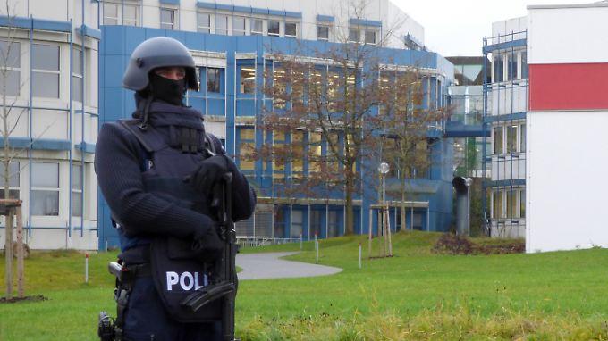 Vorsorglich sperrte die Polizei das Audimax-Gebäude und die Mensa der Universität.