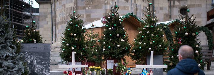 Mehr Polizei und Betonpoller: Auf Berliner Breitscheidplatz wird der Weihnachtsmarkt aufgebaut