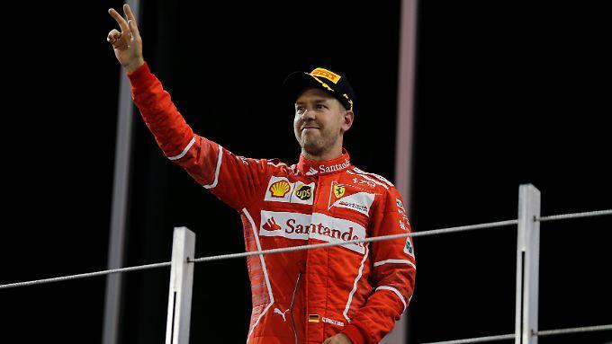 Vettel hat mit dem Rennausgang in Abu Dhabi nichts zu tun, für den Vize-Titel reicht es dennoch.