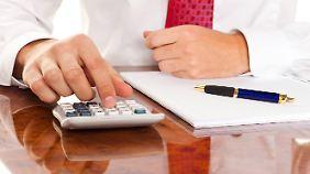 Auch bei Aufgaben, die im Kopf zu lösen sind, ist der Taschenrechner schnell bei der Hand.