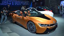 Der BMW i8 Roadster war eine der wenigen Neuigkeiten, die sich auf der Los Angeles Auto Show präsentierten.