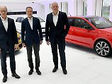 Zufriedene Manager: Finanzvorstand Arno Antlitz, Markenvorstand Herbert Diess und Vertriebs- und Marketingvorstand Jürgen Stackmann (von links nach rechts).
