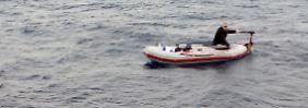 Wundersame Rettung im Mittelmeer: Syrer im Schlauchboot sticht alleine in See