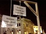 Staatsanwaltschaft entscheidet: Miniatur-Galgen von Pegida sind Kunst