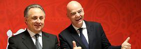 Grins, grins, alles super: Witali Mutko und Gianni Infantino bei der Auslosung der Gruppen für die WM.