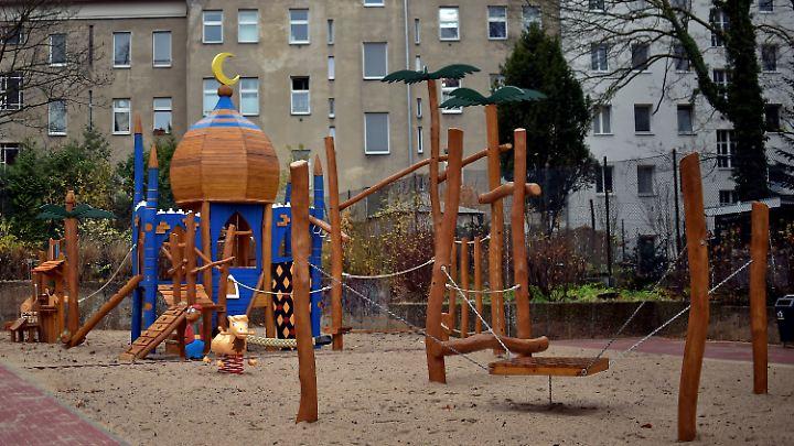 Eine Kuppel mit Halbmond und Palmen aus Holz: Die AfD sieht darin den Untergang des Abendlandes, die Kinder in Berlin-Neukölln finden das einfach nur schön.