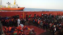 """Die Angst riecht nach Körpern"": Wie die ""Aquarius"" Flüchtlinge rettet"