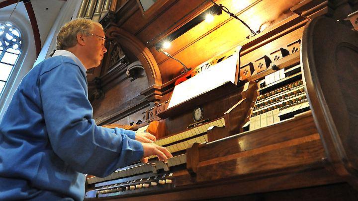 Meisterwerke der Klangkunst: In der Leipziger Thomaskirche spielt Organist Ullrich Böhme an einer Sauer-Orgel von 1889.
