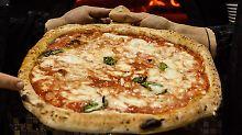 Selten heiße Ware: Pizza-Bringdienste im Test