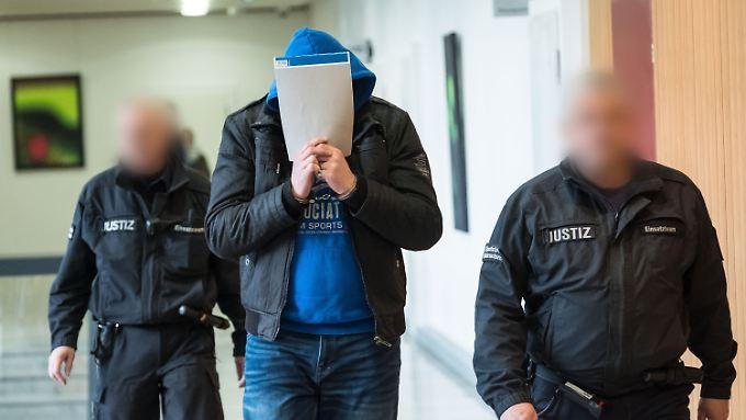 Nach dem Freispruch eines zu Unrecht verdächtigten Mannes muss sich Martin H. wegen des Mordes an einer Prostituierten verantworten.