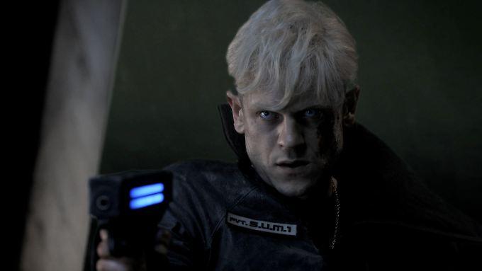 """Iwan Rheon spielt die Hauptrolle im deutschen Science-Fiction-Film """"S.U.M.1""""."""