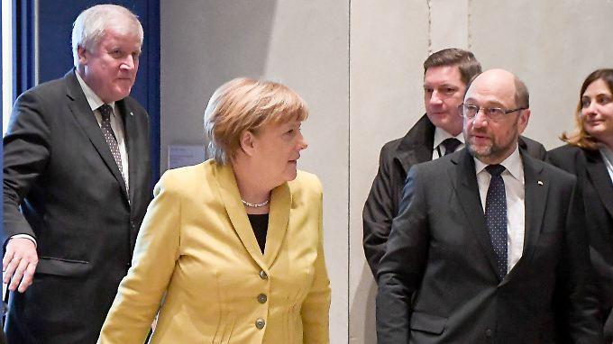 Sieht man bald wohl wieder häufiger zusammen auf Fotos: Horst Seehofer (CSU), Angela Merkel (CDU) und Martin Schulz (SPD