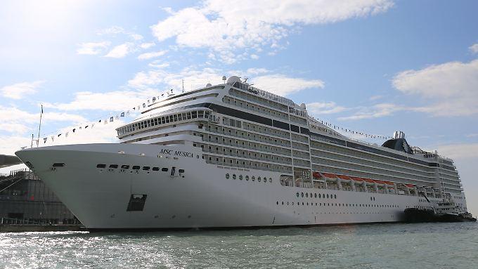 """Die """"MSC Musica"""" im Hafen von Venedig - noch dürfen die Schiffe nahe der Altstadt anlegen."""