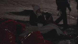 Solidarität mit Obdachlosen: Tausende Menschen bibbern eine Nacht in Park