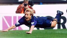 Schwalben-Jubel gegen den Ruf als Schwalbenkönig: Jürgen Klinsmann im August 1994.
