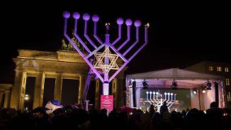 Licht über Dunkelheit: Mit Kippa nur am Brandenburger Tor