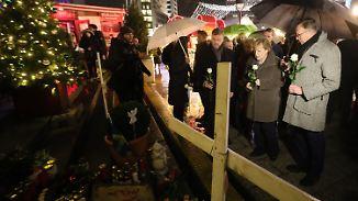 Besuch auf Berliner Weihnachtsmarkt: Merkels Mitgefühl kommt für Opfer-Familien zu spät