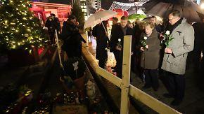 Besuch auf Berliner Weihnachtsmarkt: Merkels Mitgefühl kommt Opfer-Familien zu spät