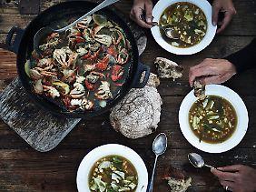 Wer da keinen Appetit bekommt, ist selbst schuld: Strandkrabben-Bisque mit Mais, gebratenem Kohl und Estragon.