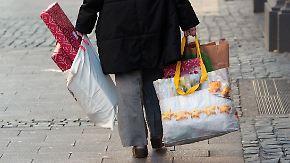 Geschenke auf Pump: Jeder Sechste verschuldet sich für Weihnachten