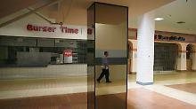 """Bröckelnder Putz, gähnende Leere: """"Shopping Malls"""" in der Krise"""