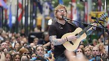 Mit Flaschen und Dosen beworfen: Ed Sheeran musste einiges einstecken