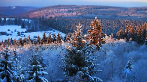 Sonne macht sich rar: Von Westen her wirbelt neuer Schnee heran