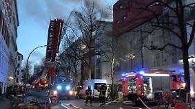 Großeinsatz der Feuerwehr: Hamburger Musikbunker steht in Flammen
