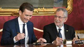 Kurz als Kanzler vereidigt: Österreich nimmt Asylbewerbern Bargeld und Handys ab