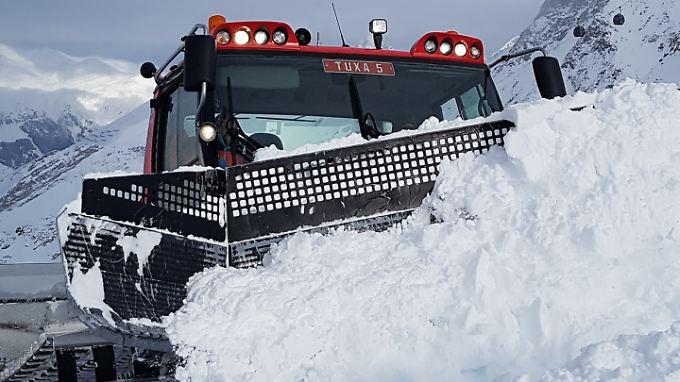 400 PS starke Kundendienstleister: Pistenbullys auf dem Hintertuxer Gletscher.