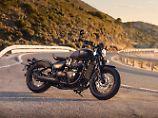 Mit der Bonneville Bobber Black bedient Triumph gleich drei Trends.