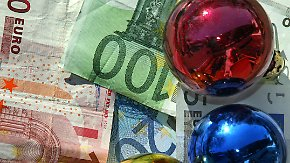 Ausgeben, anlegen oder sparen?: Weihnachtsgeld führt viele Deutsche in Versuchung