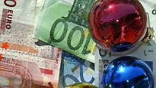 Sonderzahlung auf dem Konto: Längst nicht jeder bekommt Weihnachtsgeld