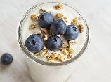Cremig, stichfest, mild, sauer: Wie gut ist Naturjoghurt?