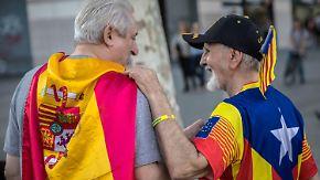 """""""Gesellschaft ist gespalten"""": Bei katalanischer Parlamentswahl zeichnet sich Kopf-an-Kopf-Rennen ab"""