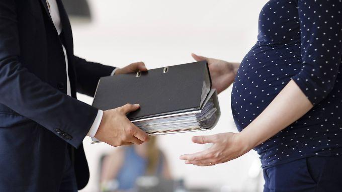 Junge Mütter und Schwangere sind am Arbeitsplatz besonders geschützt.