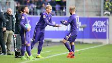 Sören Bertram (M.) spielt heute beim FC Erzgebirge Aue. Von der Nationalmannschaft kann er nur noch träumen.