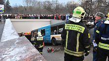 Vier Tote und viele Verletzte: Bus fährt in Moskauer Metro-Station