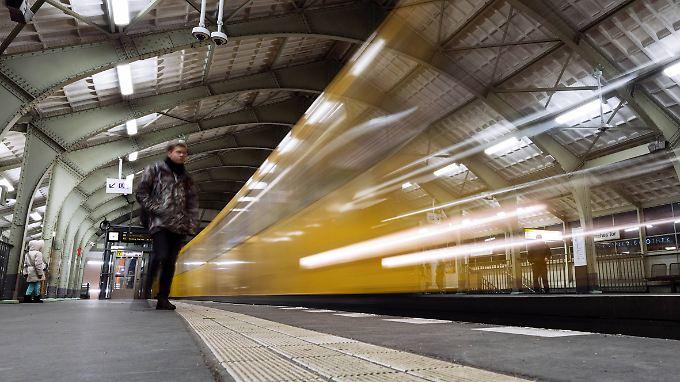 Ob U-Bahn, Bus oder Tram - immer mehr Menschen fahren 2017 mit öffentlichen Verkehrsmitteln.
