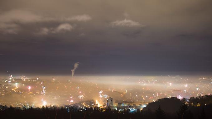 Silvester-Dunstglocke: Blick vom Birkenkopf in Stuttgart am 1. Januar 2016.