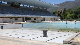 Schwimmbäder wie hier im Vorort Newslands sind längst geschlossen.
