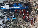 """Unfall in Perus """"Teufelskurve"""": Bus stürzt von Klippe - mindestens 48 Tote"""