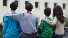 Straftaten von Flüchtlingen: Studie fordert Familiennachzug und Entwicklungshilfe