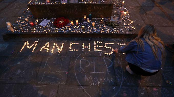 Ein islamistischer Selbstmordattentäter hatte bei dem Anschlag nach einem Konzert der US-Sängerin Ariana Grande am 22. Mai 22 Menschen getötet.