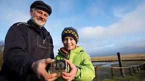 800-Kilometer-Odyssee bis nach Süderoog: Britischer Junge holt gestrandete Kamera ab