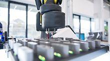 Zukunft der Autofertigung: Forscher tüfteln an komplett vernetzter Fabrik
