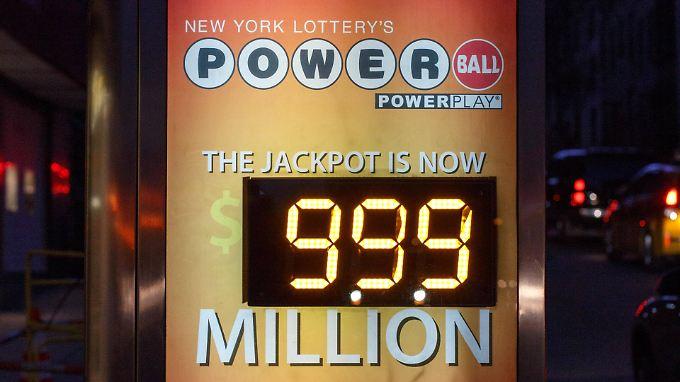 Die US-amerikanische Powerball-Lotterie zahlt bei Gewinn Beträge in enormer Höhe aus.
